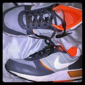 Youth size 5.5 Nike orange and gray